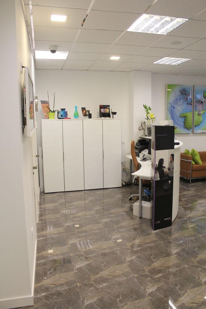 Centro-auditivo-janheke-muebles-de-oficina