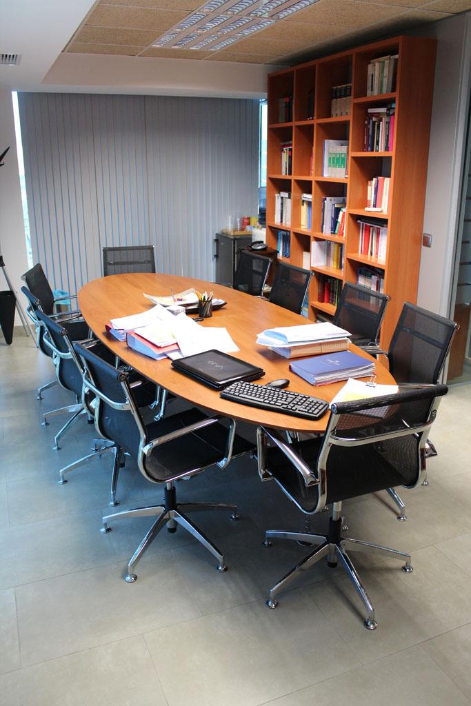 Mampara en palaz n y vigueras abogados proyectos muebles for Mobiliario despacho abogados